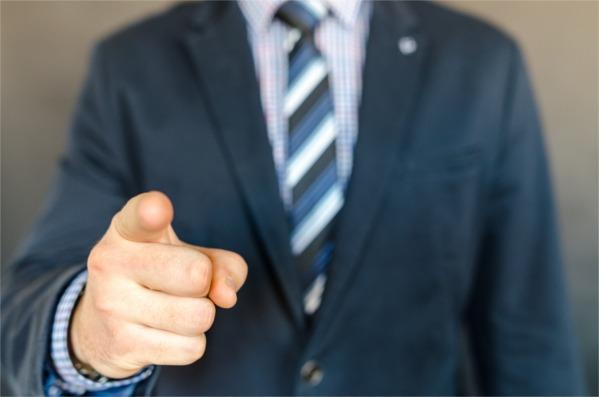 Quando il dito è più veloce del cervello: i danni della comunicazione 2.0